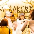 1Fはパン屋さん「ブラウンベーカリー 」併設。パンのテイクアウトのご利用も大歓迎!