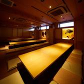 和の趣溢れる落ち着いた空間に、8~20名様までご着席可能な掘りごたつ席が3部屋ございます。歓迎会・送別会、打ち上げといった会社宴会や、同窓会、地域のお集まりなどに最適です。襖の仕切りを外すと、最大100名様までのご利用も可能!人数に応じてお部屋をご用意いたしますので、まずはお気軽にご相談ください。