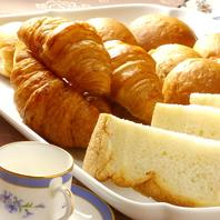 当店自家製のパンをご堪能下さい