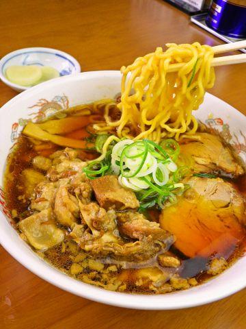 富山で生まれ、愛され続けてきた懐かしい一杯。毎日食べても飽きのこない中華そば。