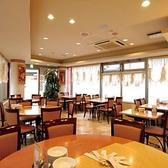 1階のテーブル席!ゆったり座れるお席をご用意!家族のお食事や仕事帰りの一杯にどうぞ!