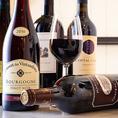 当店では、世界各国のワインをリーズナブルなお値段で提供しております。2980円とコスパの高いワインから記念日におすすめの高級ワインまで様々な種類のワインをご用意しております。