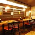 10名様用のテーブル席。テーブルの間隔はお客様のお好みにご自由にセッティングさせていただきます。9名様でも対応します。