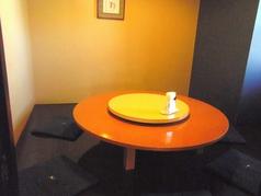 円卓テーブル席、大人の方8名様のお部屋です♪