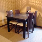 1階の4名様のテーブル席です。同タイプが5テーブルございます。