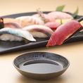 ◆まずは気になったネタから!◆お値打ちです♪お寿司は一皿120円(税抜)からご提供!お値打ちに本格的で旨いお寿司を粋に握っております!新鮮なお魚を軍艦、巻物、盛り合わせなど、寿司屋本来の味と技でお楽しみください♪