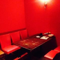 奥のテーブル席は人気の為、予約がオススメ!
