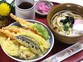 料理メニュー写真サクサク衣のサクッと天丼とカツオたっぷり出汁うどん(香の物付き)
