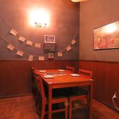 温かみのある雰囲気の心地よい店内。美味しいお酒とお料理でお待ちしております!