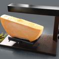 花畑牧場のラクレットチーズを使用★【名物】「どんだけ~ラクレットチーズがけ」が人気です♪ラクレットオーブンは世界中のチーズ愛好家の間で好評なメーカー「Boska Holland」をオランダから緊急直輸入しました。