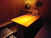 奥の個室は6名席。落ち着いた雰囲気です。