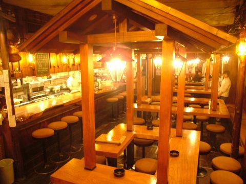 まさに路地裏、まさに「昔の新宿」、これぞ「大人のための居酒屋」…。