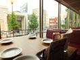 ランチから優雅な時間…!東大通りを一望できる窓際のお席は優越感に浸れる絶好のお席!!連日ランチから混み合うALLEYSは予約してからの来店がオススメ…♪