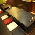 8名様テーブル、机を合わせると12名様もOK
