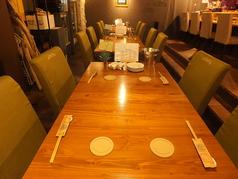 2名掛けテーブル×6卓 2名様から8名様までご利用可能です!!