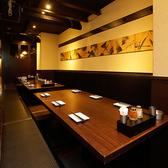 個室席は最大40名様までご利用いただけます。大人数の団体様で個室で宴会できる居酒屋をお探しの幹事様におすすめのお席となっております。渋谷で会社帰りに個室居酒屋でゆったり。安いけど旨い焼き鳥と絶品鍋を堪能したい方はぜひすみれへ!