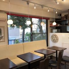 カフェスペースは8席