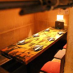 少人数のプライベートな飲み会にご利用頂ける個室を多数完備しております。
