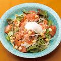 料理メニュー写真スモークサーモンの温卵シーザーサラダ
