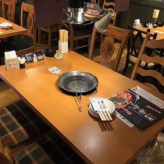 椅子のテーブル席です。2名様から4名様の席です。