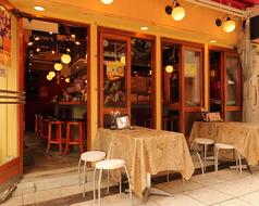 テラスのお席は全天候型。お天気の良い日は開放的に、これからの季節はビアテラスとしても最高!