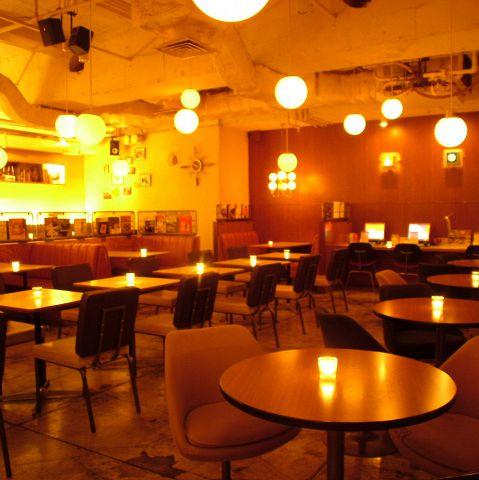 横浜初出店の渋谷、新宿で人気のカフェ。定番フードや、スイーツ、アルコールも充実