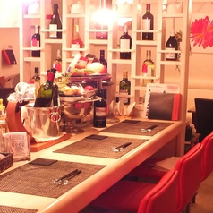 会社帰りや二次会、最後の一軒に。カウンターで店主と話しながら、逸品とワインを楽しむ大人の時間を。
