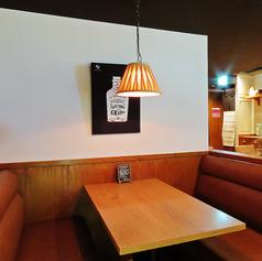 片側ソファー席でゆったり♪お席は人数に合わせてレイアウト可能です◎テーブル数が多いので、ご宴会から二次会利用まで様々なシーンでご利用頂けます★