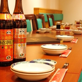 急に決まった飲み会や仲間内のサク飲みに!春香園自慢の餃子や料理を囲むのにちょうど良いお席です。
