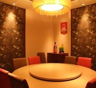 高級中華飯店のような清潔感あふれる店内。完全個室10名