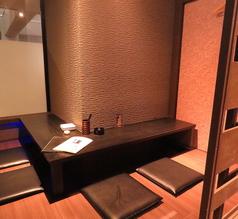 【お店の奥にある隠れ家的スペース】結婚式二次会や出し物などの打ち合わせをお酒を飲みながら・・・。テーブルを広々使いながら完全個室でミーティングもできちゃいます!