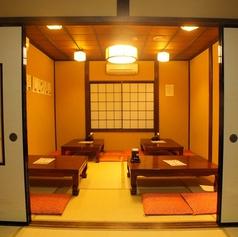 広いお座敷個室で周りを気にせずゆったり楽しめます。雰囲気も良く落ち着きのある空間は、自然と会話も弾みます。