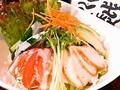 料理メニュー写真鳥羽身香草焼きとアボガドのサラダ