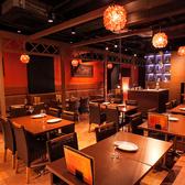 広々とした店内♪最大50名様でのパーティーもOK☆新宿駅すぐで絶品カインド&タイ料理をお楽しみください!