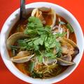 料理メニュー写真ホンビノス貝のトムヤム麺