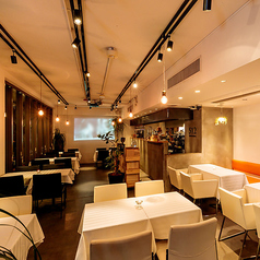 512 CAFE&GRILL 六本木ミッドタウン前の雰囲気1