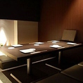 6名様の個室あり。リラックスして友人や家族と落ち着いて食事を楽しめます。