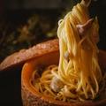 料理メニュー写真まるごとミモレットチーズの濃厚カルボナーラ★