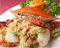 料理メニュー写真ワタリガニのピリ辛香味炒め / エビチリソース (大エビ仕立て)