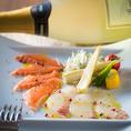 mottoは肉だけではありません。日替わりの鮮魚のカルパッチョやカクテルシュリンプ、自慢のたっぷり魚介のアクアパッツァなど魚介料理も豊富です♪お料理に合う厳選ワインも多彩にご用意しております♪時間を気にせずにごゆっくりとお料理、お酒をお楽しみください。