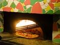 一枚ずつ窯で焼き上げる出来たてピッツァをご提供♪