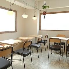ショールームも兼ねているカフェは、人気のリノベーションシリーズを5つ再現した落ち着いた空間。