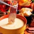 ローストビーフ×チーズフォンデュが食べ放題に!女子会を始めパーティーにも大人気。そのほかにもメディアで話題のラクレットチーズやこだわりのお肉などが食べ放題のコースが多数◎