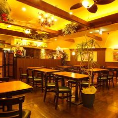 開放的な店内はタイシティーリゾートホテルのレストランみたいと好評♪暖かくなるとデッキが全開で地下の店とは感じないほどの開放感が味わえます♪イベントや二次会に貸切も好評です。ご予算は直接お問い合わせを♪