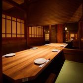 和情緒たっぷり、大人の雰囲気が漂う2~4名様向けのテーブル個室。ご夫婦でのお食事やデートはもちろん、記念日のお祝いや接待など、大切な方のおもてなしにもぴったりのお部屋です。席数に限りがございますので、早めのご予約がおすすめです。
