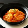 料理メニュー写真海老のチリソース(鉄鍋)