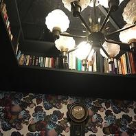 まるで図書館の様な半個室!【銀座の異空間cafe】