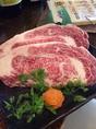【特選食材】沖縄の現地スタッフが直接目で見て交渉し、「宮古牛」「キビまる豚」など、沖縄でも希少な食材を月替わりで入荷。