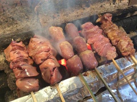 炭火焼き鳥、逸品料理と全国の銘酒が楽しめる大人の和空間