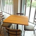 開放的なテーブル席です。
